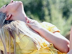 Sophia Knight loves to expose her naked body in nature and play with herself while the breeze caresses her skin. Watch this beautiful blonde touch herself and moan to the pleasures of her own fingers