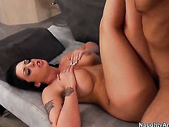 Logan Pierce cant resist yummy Melina Masons acttraction and fucks her like crazy