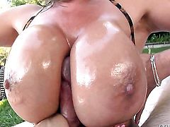 Exotic makes Jonni Darkkos dick harder before she takes it in her mouth
