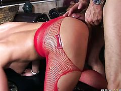 Steve Bonnet gives sex hungry Cathy Heavens ass way a try in hardcore action