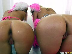 Bibi Noel and Kagney Linn Karter are naughty blondes with perfect round asses. Sexy assed hot chicks bend over and show their snatches from behind in this hot scene. Watch hot-ass chicks have fun!