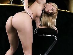 Blonde Sophie Moone goes solo on cam