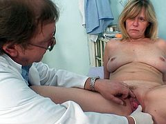 She feels staggering with the doc stretching her pink vag so fine