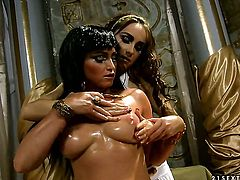 Blonde Kathia Nobili fulfills her lesbian desires with Leyla Blacks fingers in her honeypot