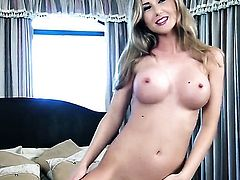 Sammi Tye spreads her legs to fuck her moist hole with dildo