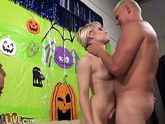 Lean short haired blondie Ash Hollywood gets her cunny fucked missionary style. Then voluptuous babe Nicole rides dick in cowgirl pose while Ash is facesitting the lucky guy.