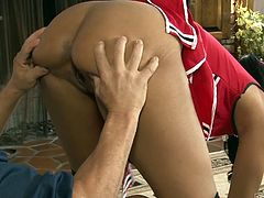 A young brown-haired lady seduces her audience. She´s wearing pigtails and a cheerleader kinky costume. Her spectator seems very challenged by her playing with the red pompones and cannot simply stand and watch. If you want to get impressed, there´s one solution: dare to click and enjoy the show!