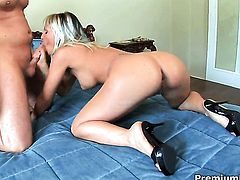 Adriana Russo is on the way to orgasm in anal action
