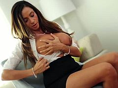 Pure mature brings you a hell of a free porn video where you can see how the hot and vicious brunette milf Ariella Ferrera gets assfucked into a massive orgasm.