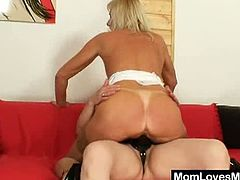 Mom Loves mom brings you a hell of a free porn video where you can see how two horny blonde matures dildo their sweet pink cunts while assuming very hot poses.