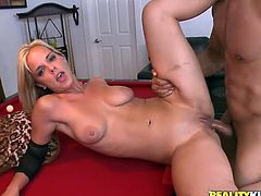 Press play to watch this blonde babe, with a nice ass wearing leather clothes, while she goes hardcore with a lusty guy in an amateur video.