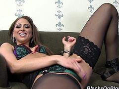 Sexy Riley Reid knows how to treat her co-stars right. Instead of shaking hands with him, she pulled out his cock and gave him a handjob.