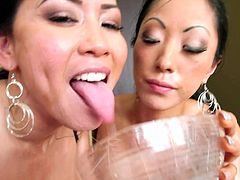 Jessica Bangkok and Gaia are sucking