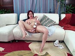Toys arouse cunt of curvy solo girl