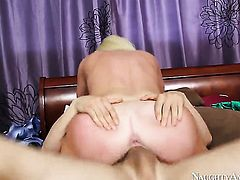 Alexis Ford plays with her clit as she gets her hole penetrated by Erik Everhard