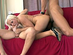 What are you waiting for? Watch a brunette masturbating with a dildo and two pretty blondes going hardcore with some naughty dudes.