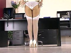 Press play on this solo POV where the gorgeous blonde Cherry Lane takes off her clothes ans plays with her pink shaved while still having her stockings and high heels on.