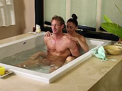 Young doesn't mean inexperienced. The brown-haired lady starring in this film, seems an efficient first class masseuse. After getting out from the bath tube, the couple moves on a comfortable bed, where she can spoil him with a relaxing massage. Click now and take a look at what happens next!