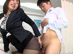 Make sure you get a load of this Asian babe's sexy body in this hot hot clip where she jerks this guy's hard cock before sucking him.