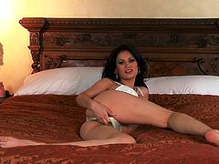 Stunning Vanessa Veracruz takes off her sexy lingerie lying on a bed. Then this beautiful Latina shows and fondles her incredible pussy in a close-up video.