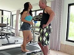 Hot chick Jessica Bangcock gives hot blowjob to her fitness instructor