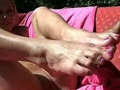 Amy brook foot wanks a Smoking hot fuckstick previous to being showered in Cream