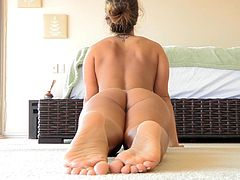 Beautiful Eva Shows How Flexible She Is In A Solo Model Video