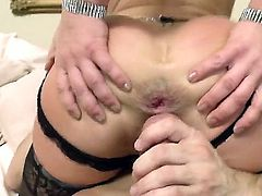Handsome banging between Bill Bailey and Sheena Shaw wouldnt leave you disappointed. Hottie with great perfect ass rides up guys dong feeling it into ass  gives rodeo.