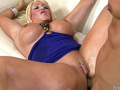 Bosomy blond haired MILF got buttonfucked in sideways and doggy styles