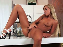 Steamy Lola Myluv Has A Great Orgasm In The Kitchen