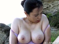 This is a pretty nasty solo scene with a Japanese cougar. She catches that fish and starts smelling it. Then honey spreads her legs and masturbates.