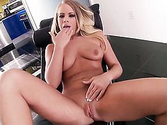 Britney Young cant stop toying her hole