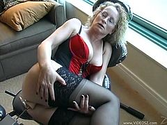 Cathy is a mature woman and her pussy is fucking senseless from the years of sex she had. Now only thing that makes her moan is a fucking machine.