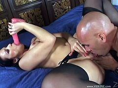 A fuckin' horny ass fuckin' slut sucks on this dude's hard cock and takes it in her fuckin' dripping wet pussy, hit play and check it out!