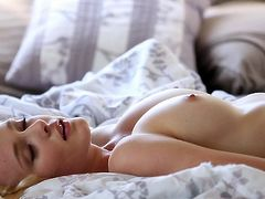 Blondie is a true artist in providing pure sensuality and lust in her Digital Desire solo shows
