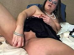 Amateur milf with big clit