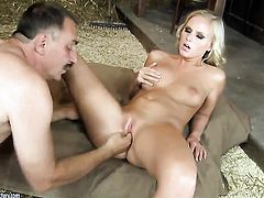 Blonde Barbie White loses control in sexual frenzy