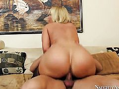 Johnny Castle uses his sturdy snake to make Mellanie Monroe with juicy butt and clean pussy happy