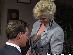 The Classic Porn brings you an amazing free porn video where you can see how a lovely retro blonde shows her body and masturbates while assuming very interesting poses.