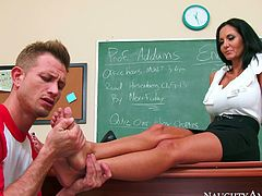 Mean teacher Ava Addams orders bad boy Bill Bailey lick her feet