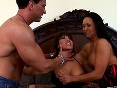 The smoking hot Ava Devine and Kitty Langdon are sharing a cock and these two babes are loving it. See them slurping on that fat penis and fucking like crazy.