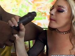 Salacious blonde Jade Leshay sucks a gloryhole BBC. Then the guys comes out and they have some dirty banging in the cowgirl and other positions.
