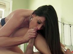 Witness this video where Alec Knight, Brooklyn Chase, Bruce Venture, India Summer, Jayden Taylors, Logan Pierce, Siri and Steven St. Croix go hardcore!