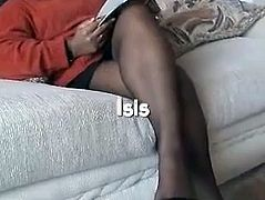Ebony mature in black pantyhose shows feet
