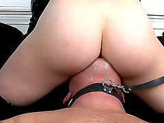 Glamorous blonde beauty Kagney Lynn Karter with stunning tits and great body in latex gloves only dominates over Jeremy Conway and gets licked good while sitting on his face.