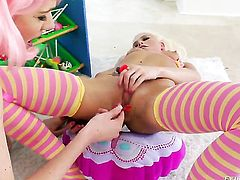 Jayda Diamonde and Katie Angel have a good time fingering each others twat