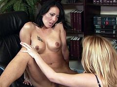 Office girls gone nasty in oral