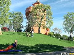 Brazzers Network brings you a hell of a free porn video where you can see how the vicious blonde Erica Fontes gets assfucked in the golf course by the horny Keiran Lee.