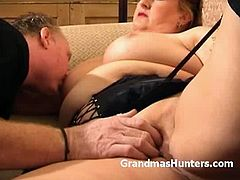Grandmas Hunters brings you a hell of a free porn video where you can see how an alluring blonde plumper sucks cock and provokes with her curvy body while assuming very hot poses.