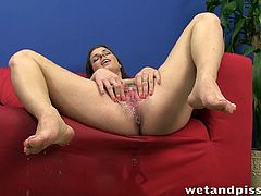 Kinky brunette girl pisses in a glass carafe and drinks her own pee. Mona also pumps and toys her wet pussy.